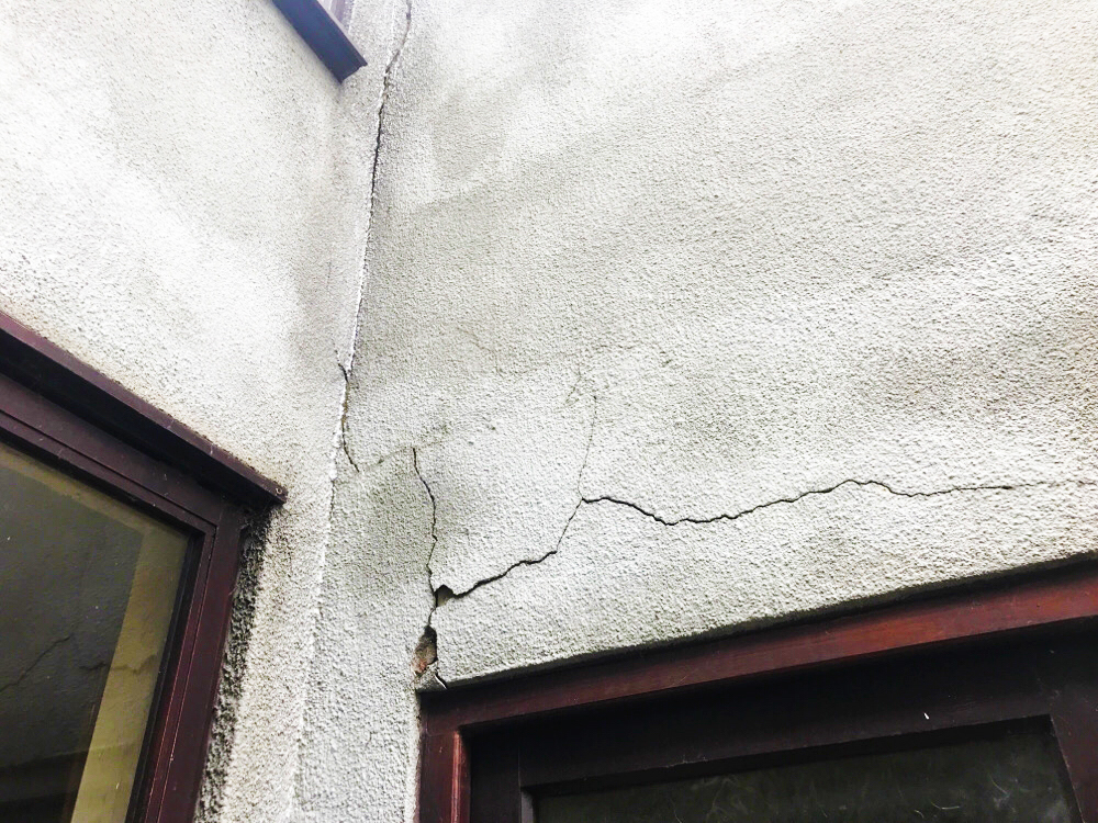 Picture of Cracks in Grey Render